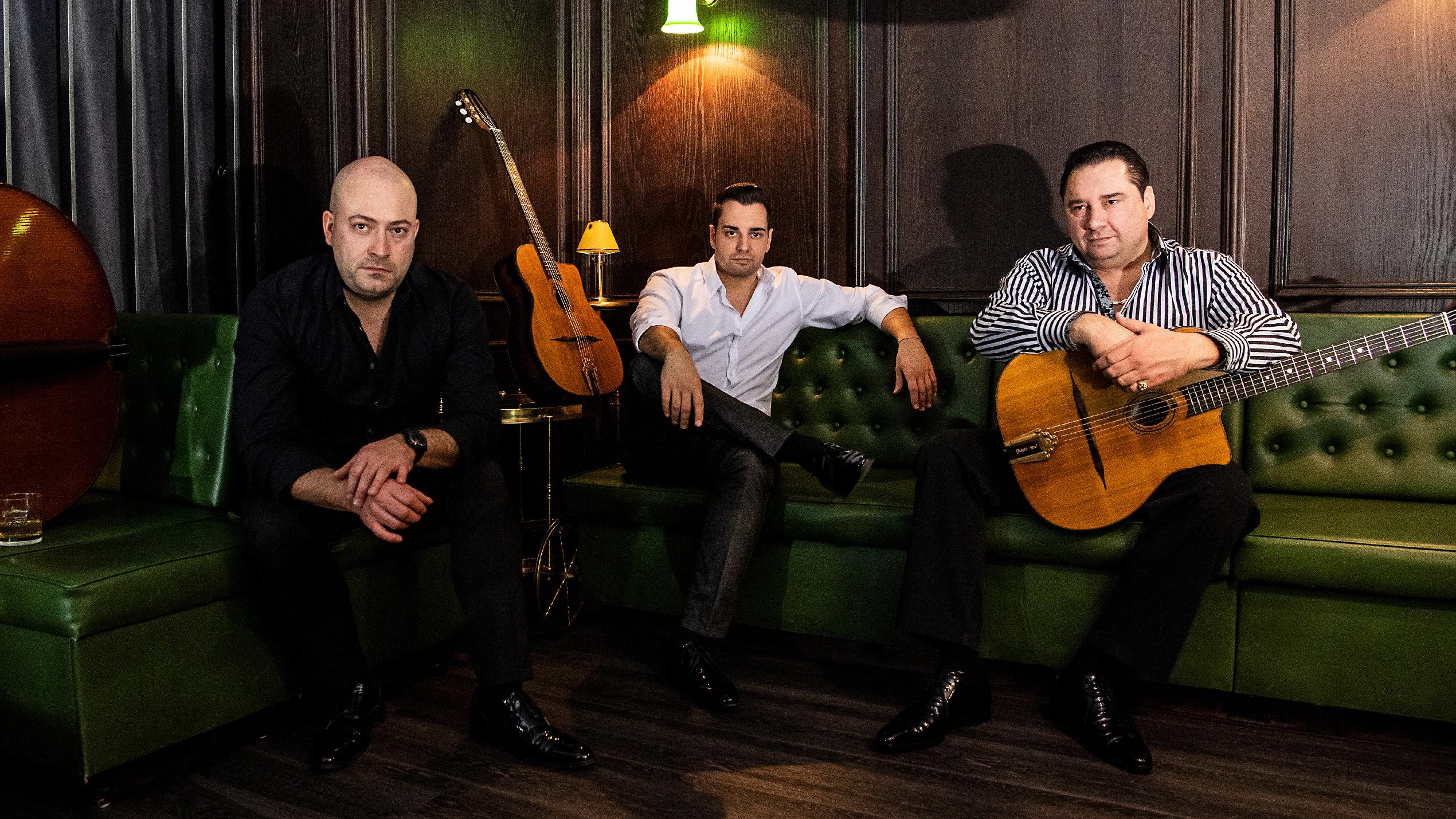 Gismo Graf Trio auf der Couch